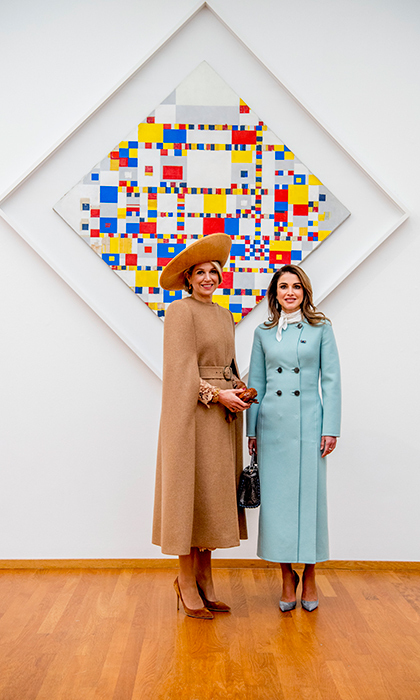 <p>Queen Maxima and Queen Rania took in some abstract art at the Gemeentemuseum, posing in front of the 'Victory Boogie Woogie' piece by Dutch abstract painter Piet Mondrian.</p>