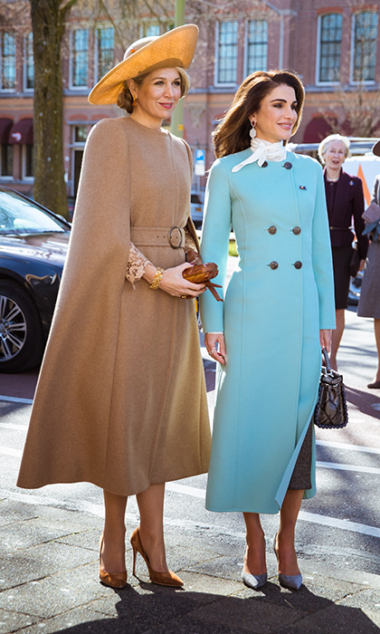 <p>The spring sunshine illuminated the royal women for Queen Rania's first day in the Netherlands! Never one to miss the opportunity to delve into her hat collection, Queen Maxima selected a wide-brimmed beige topper for the occasion.</p>