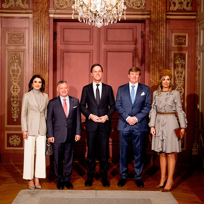 <p>King Willem-Alexander and Queen Maxima and King Abdullah and Queen Rania flanked Prime Minister Mark Rutte while posing for photos during a lunch offered by the government for the visiting monarchs.</p>