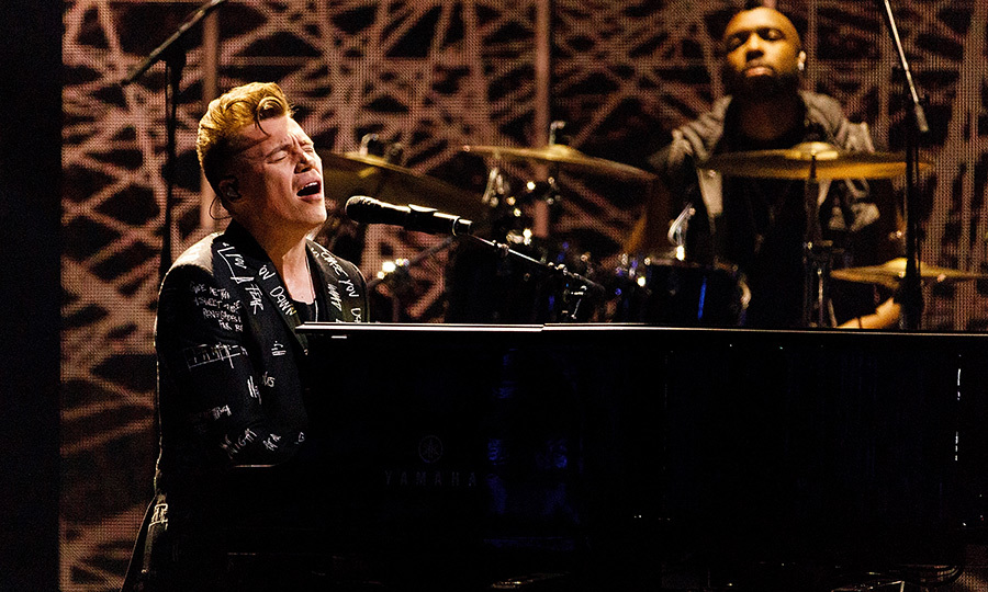 <p>Canadian singer-songwriter Shawn Hook performed a ballad at the JUNOs.</p>