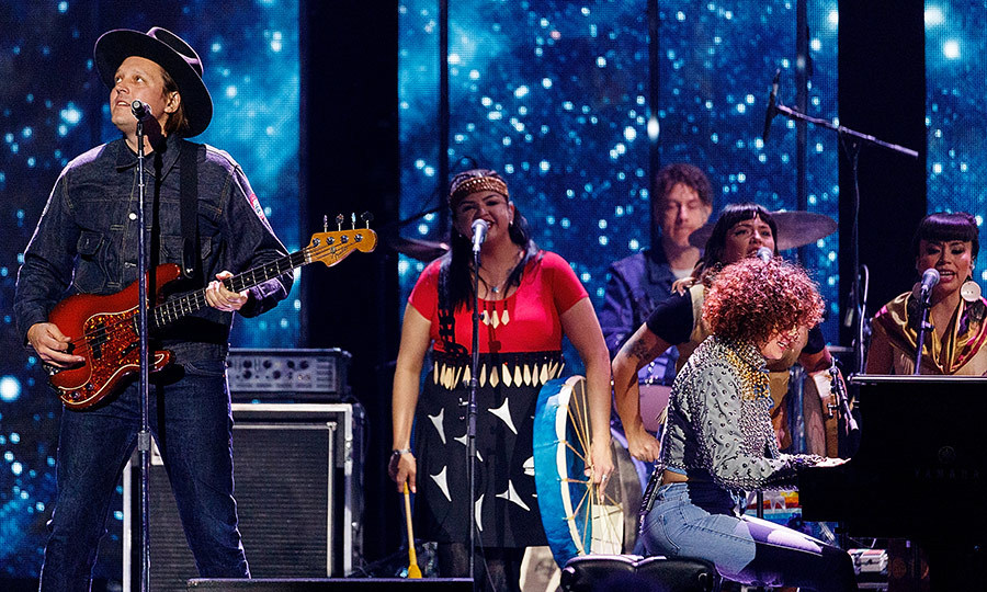 <p>Win Butler and Regine Chassagnes of Arcade Fire took to the stage to play one of their latest tracks at the Canadian music awards show.</p>