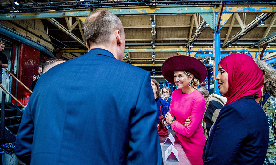 <p>A magenta-clad Queen Maxima attended the 10-year jubilee of the foundation Het Begint met Taal (It Begins with Language) in the Rijtuigenloods in Amersfoort on March 27.</p>