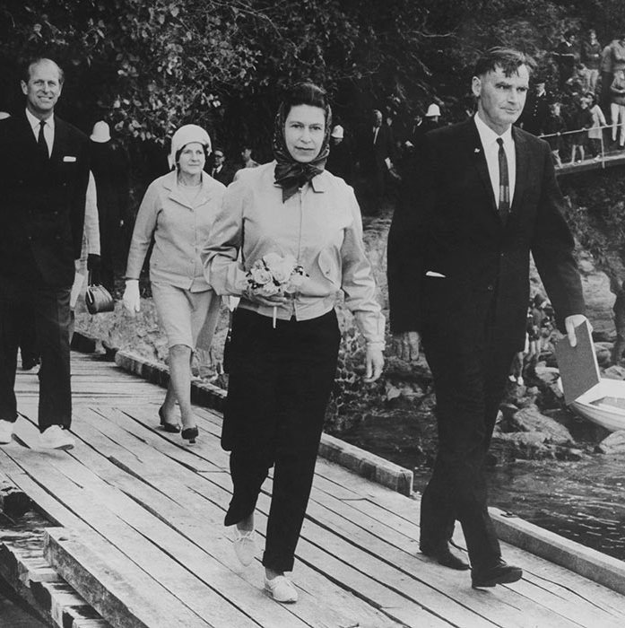 "<p>Her Majesty looked elegant in some slim-fit black trousers back in 1970. She was on a royal tour of New Zealand with her husband, the <a href=""https://ca.hellomagazine.com/tags/0/prince-philip""><strong>Duke of Edinburgh</strong></a>.