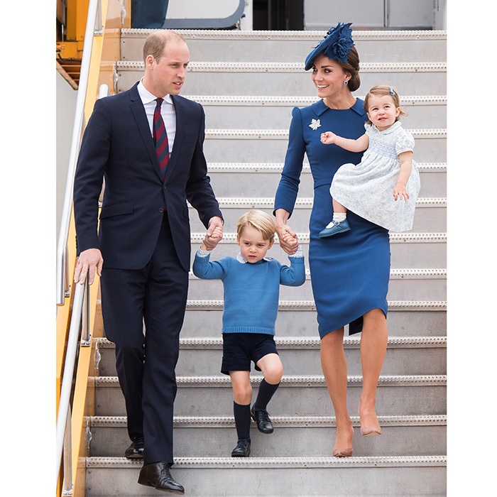 The eight-day visit to Canada also provided us with this gorgeous picture of the elegant Cambridges disembarking from their plane in Victoria, BC on Sept. 24, 2016. Duchess Kate was super chic in tailored blue Jenny Packham and Prince William added a touch of red in his tie.