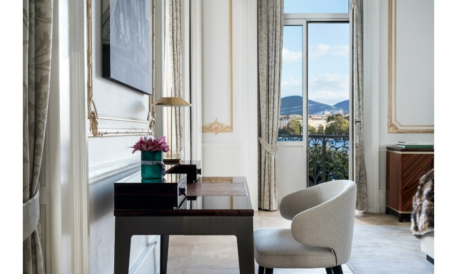 The Ritz has equipped the suite with multiple balconies, so guests can surely practice their princess wave. Furnished beautifully, the balconies overlook Lake Geneva, the Alps and the Brunswick Garden. These luscious views can be witnessed on verandas in the bedroom and living room.