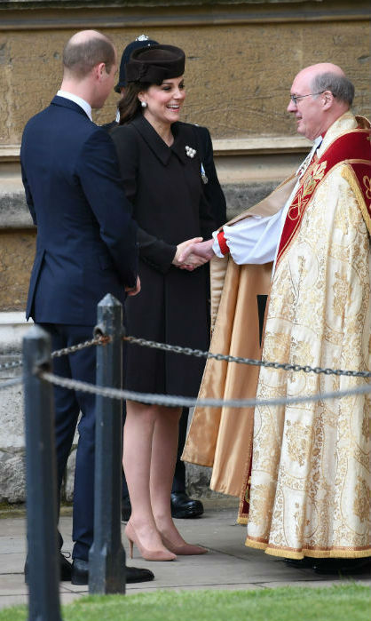 <p>Prince William and Kate arrived at St. George's Chapel at Windsor Castle slightly later than the rest of the Royal Family due to traffic. But the pregnant Duchess's surprise appearance delighted royal watchers!</p>