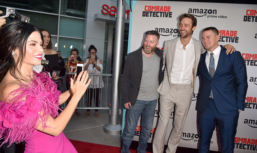 <p>Say cheese!! Never shy to have a little fun, the 37-year-old joined the paparazzi to get a snapshot of her hubby with his philanthropist pals Peter Kiernan and Reid Carolin of Free Association.</p>