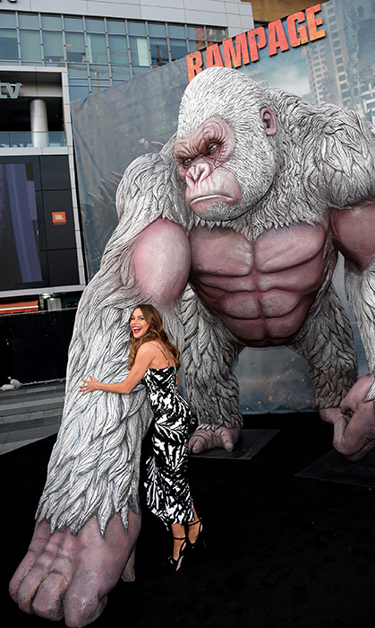 <p>Sofia Vergara caught up with an old friend while at the premiere of <em>Rampage</em> on April 4.</p>