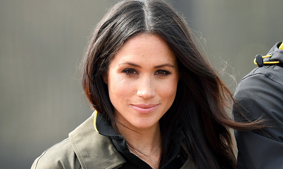 Meghan stunned in her typically natural makeup - light smoky eyes and a pink lip - and her brown locks were blown out to perfection.