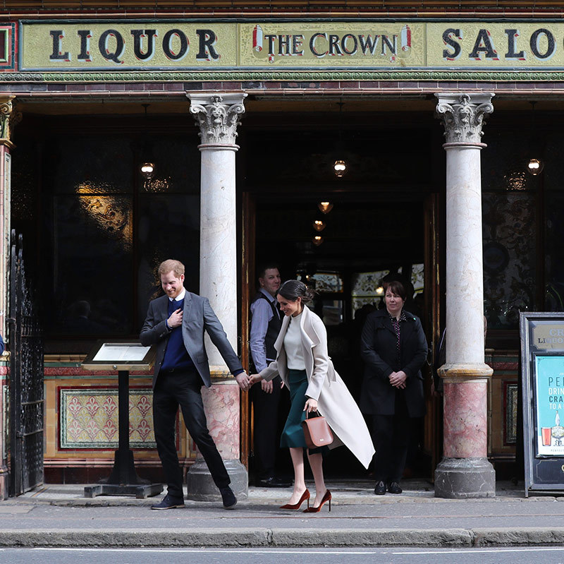 <p>On a surprise visit to Belfast, the couple left one of the Irish city's best-known pubs hand in hand.</p>