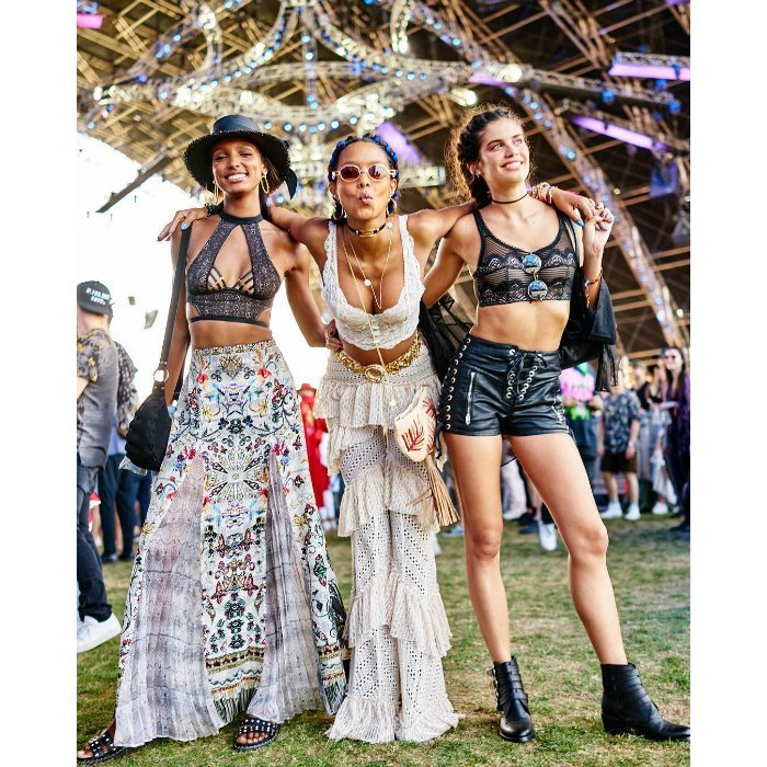 <p>Gorgeous trio! Things got even more fashionable, when the pair met up with their friend Sara Sampaio.</p>