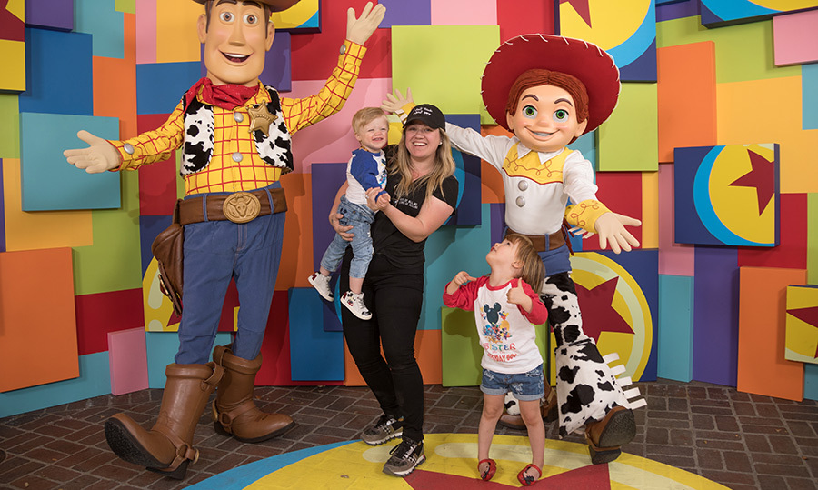 <p>Kelly Clarkson and her children, Remington Alexander, 2, and River Rose, 3, paid a visit to their favourite Pixar pals on an April 12 trip to Disney.</p>