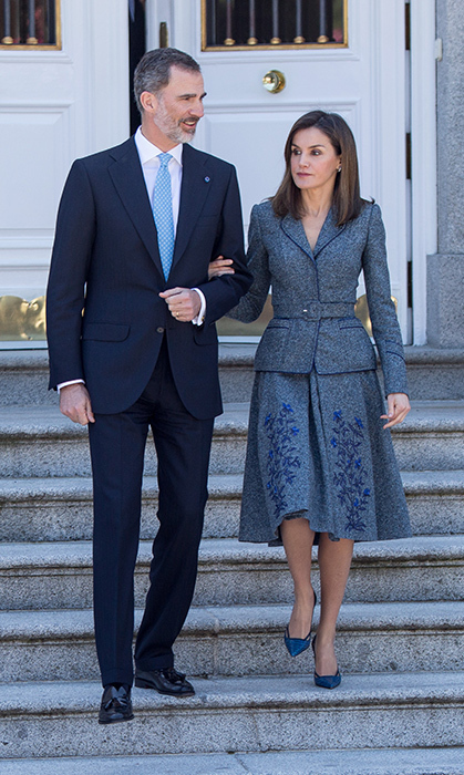 <p>Queen Letizia can rock any look! On Apr. 16, while her and King Felipe VI stepped out to receive the Portuguese president Marcelo Rebelo de Sousa, she stunned in a grey and blue skirt and blazer.</p>