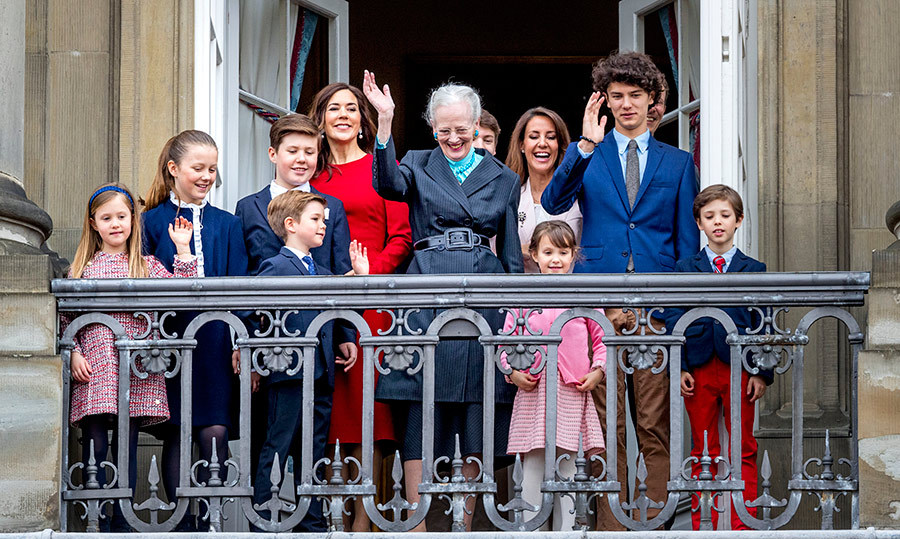 <p>The Dutch royal family all gathered on the palace balcony to celebrate Queen Margarethe's 78th birthday on Apr. 16!</p>