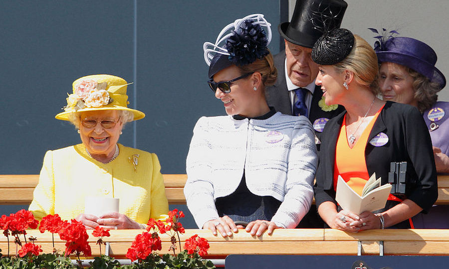 <h2>The Queen's trusty Silhouettes</h2>