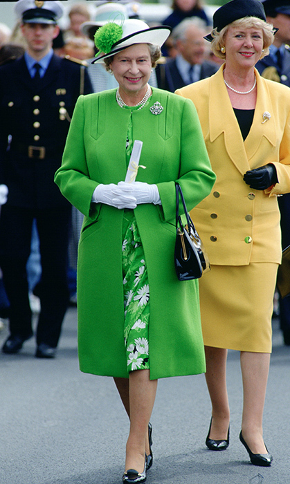 <p>We're green with envy over this outfit that the Queen donned while visiting Iceland in 1990.