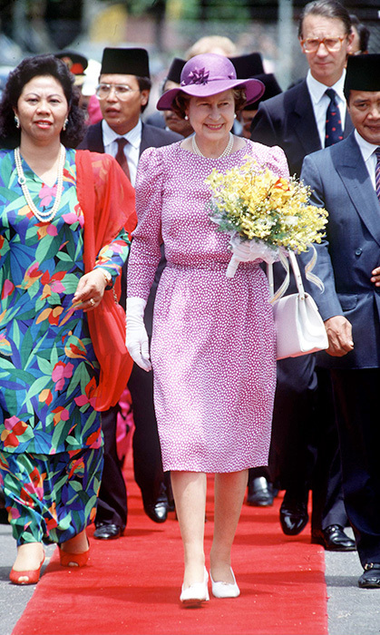 <p>The Queen donned this pretty print while visiting Malaysia in 1989.