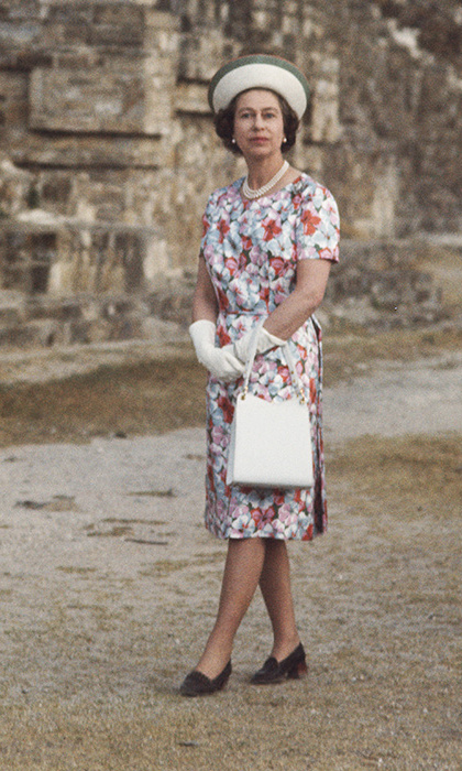 <p>The Queen dazzled in this floral perfection while visiting an ancient pyramid in Mexico in 1975. This has to be one of our personal favourites!