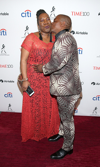 <p>Me Too movement founder Tarana Burke received a smooch from artist Kehinde Wiley.</p>