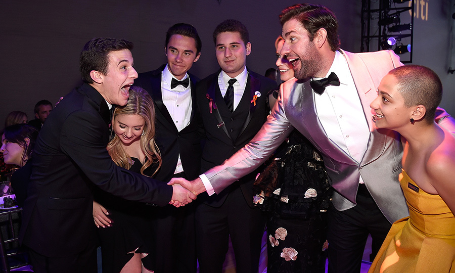 <p>Trust John Krasinski to show off his stellar personality! The <em>A Quiet Place</em> director and his wife Emily Blunt posed with Cameron Kasky, Jaclyn Corin, David Hogg, Alex Wind and Emma Gonzalez.</p>