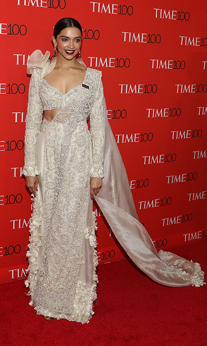 <p>Deepika Padukone was easily one of the night's best dressed! The Bollywood star stunned in this traditional sari with a modern twist.</p>