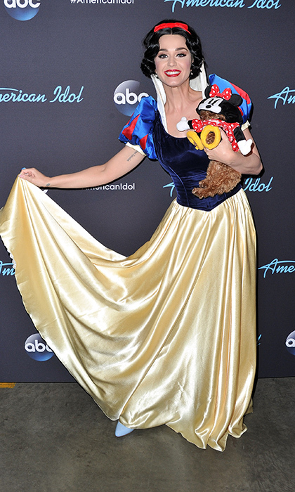 <em>American Idol</em> judge Katy Perry dressed up as Snow White and carried her pup, Nugget, at the April 29 show.