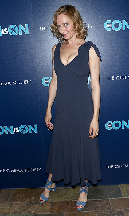 <p>Blond bombshell Uma Thurman stunned in a slate grey gown for a screening of <em>The Con is On</em> on May 2.</p>