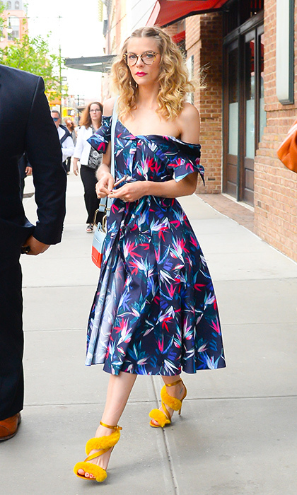 <p>When summer is on its way, actress Jaime King comes out to play... in the most stunning and colourful outfit! The star put her best fashion foot forward on the streets of Soho on May 2.</p>