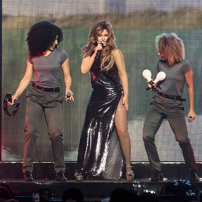 <p>Shania Twain dazzled in glitter during one of her <em>Now!</em> shows in Vancouver!</p>