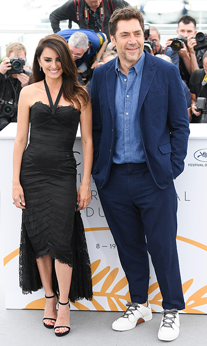<p>These two look ready for summer in Cannes! Penelope Cruz and Javier Bardem stopped for a photo call for their film <em>Everybody Knows</em>.</p>