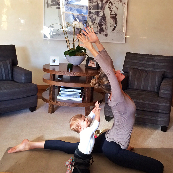 <h2>When Gisele Bundchen got in some yoga time with her little girl</h2>