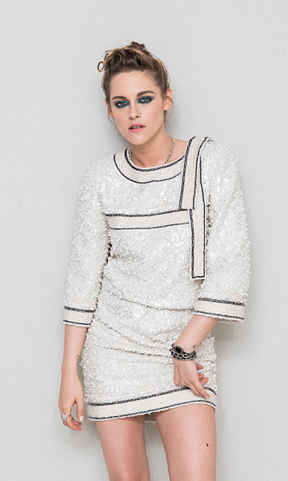 <p>Kristen Stewart rocked a turquoise eye and gorgeous Chanel dress at a Cannes rooftop party.</p>