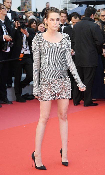 <p>Jury member Kristen Stewart wowed in a mini metallic Chanel number – quickly after, the star kicked off her heels on the red carpet!</p>