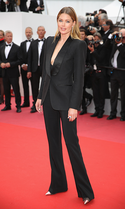 <p>We love a good pantsuit, and doesn't Doutzen Kroes know how to wear one. The Victoria's Secret model paired a chic tailored Tom Ford tuxedo look with a pointy metallic shoes by the same luxury designer.</p>
