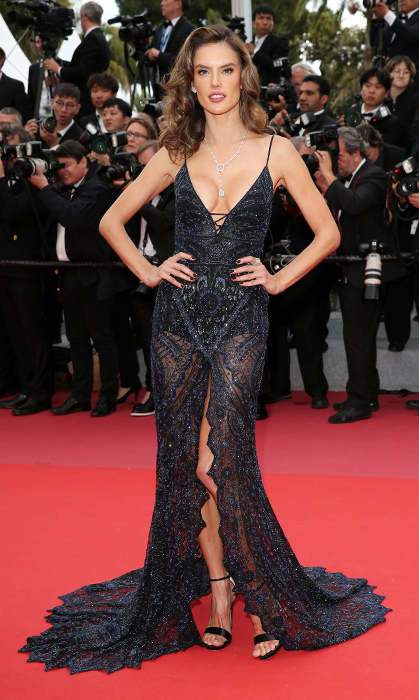 <p>Alessandra Ambrosio strikes again for the <em>Solo: A Star Wars Story</em> premiere in custom Roberto Cavalli lace.</p>