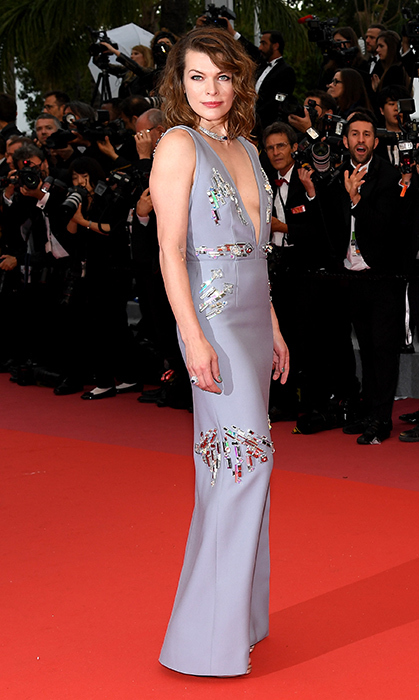 <p>Milla Jovovich glittered her way down the red carpet in this daringly low-cut number.</p>