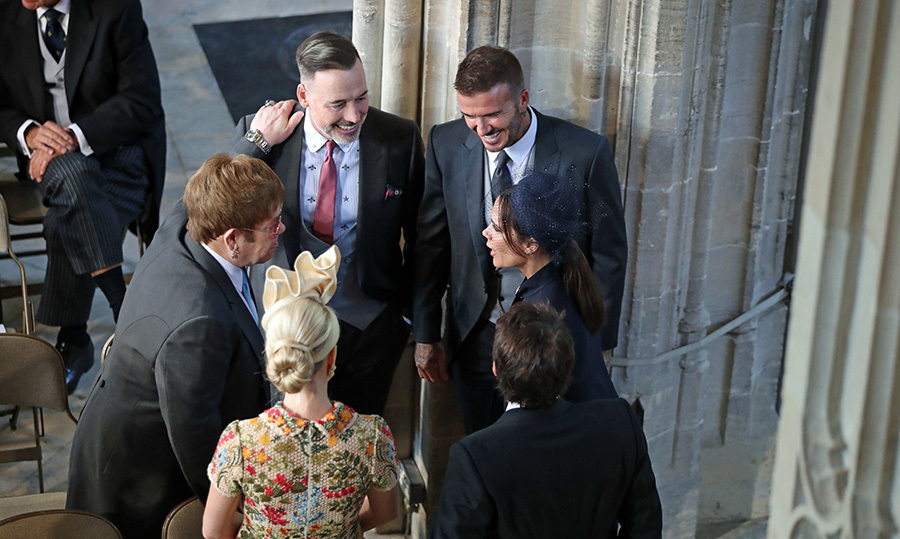 <p>Talk about #FriendGoals! Elton John, David Beckham, Victoria Beckham, James Blunt and Sofia Wellesley all chatted for a moment as they arrived at St. George's Chapel.</p>