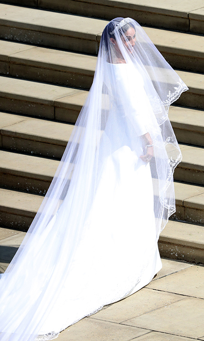 <p>How stunning did the bride-to-be look? Her beautiful veil was embroidered at the edges.</p>