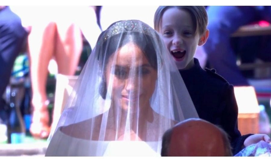<h2>And the Award for 'Photobomb of the Wedding' goes to...</h2>