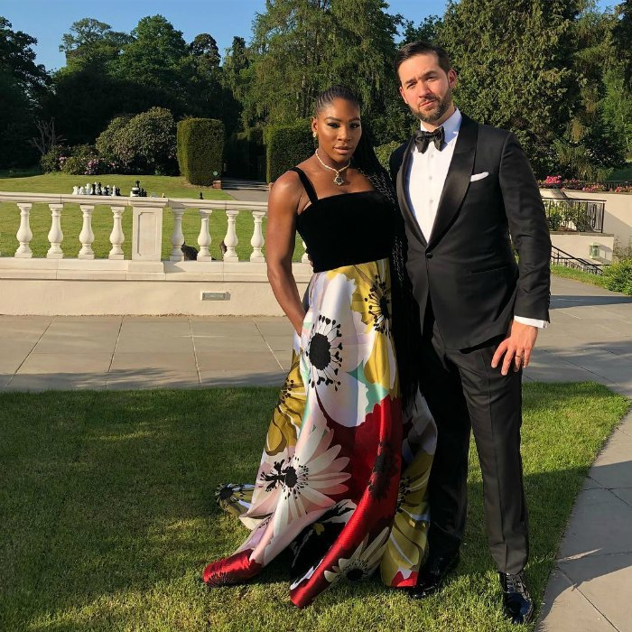 <p>We just can't get enough of this gorgeous couple, who posed together while on a quick stroll before the after-party began. Alexis looked handsome as ever in a black Tom Ford tuxedo, sided by his dazzling wife.</p>