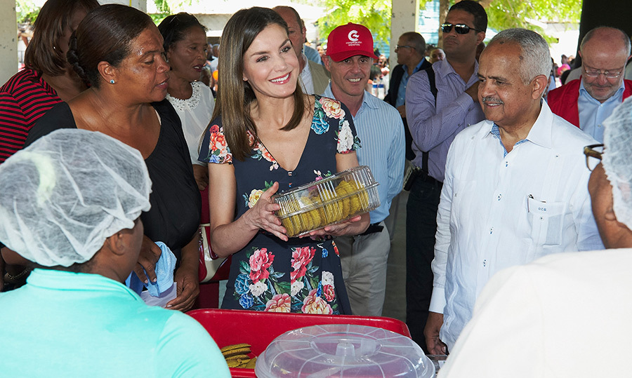 <p>Queen Letizia paid a visit to a a banana cooperative on May 22 in Azua, Dominican Republic.</p>