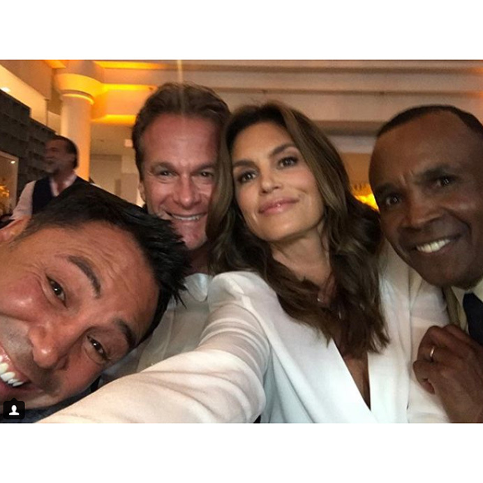 <p>Cindy Crawford and husband Rande Gerber managed to get two boxing greats in one photo. The power couple posed with boxing heavyweights Oscar de la Hoya and Sugar Ray Leonard at his Big Fighters, Big Cause Charity Boxing Night in California.