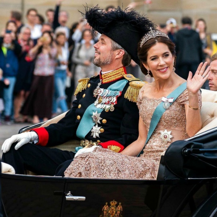 The sweet couple waved to their supporters as they rode to the palace from the Royal Stable.