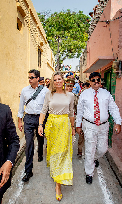 <p>We just love Queen Maxima's effortless sense of style! The royal, originally born in Argentina, paired a beige sweater with a bright yellow skirt and matching sandals.