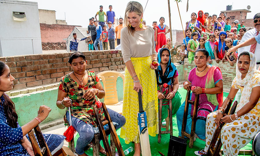 <p>Is Maxima going to try her hand at cricket? She looks like a natural!