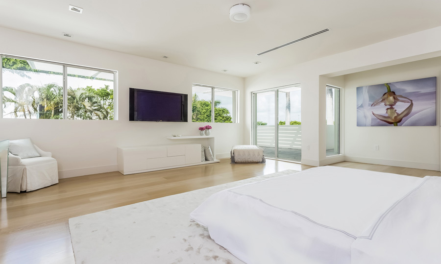 The master bedroom has been completely redesigned, starting with new wall textures. The combination of slider and bay windows allow for perfect views and natural sunlight. The bedroom also features a beautiful ensuite with his and has sinks, a shower and bath.