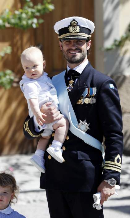 "Princess Adrienne's uncle Prince Carl Phillip of Sweden arrives to the christening holding his son <a href=""https://ca.hellomagazine.com/tags/0/prince-gabriel"" target=""_blank"">Prince Gabriel</a>. The nine-month-old prince celebrated his own baptism at the Royal Chapel back in December 2017. 