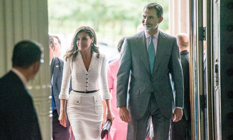 Queen Letizia and King Felipe looked gorgeous in business attire as they arrived to take a close look at some of the oldest art collections in the New Orleans.
