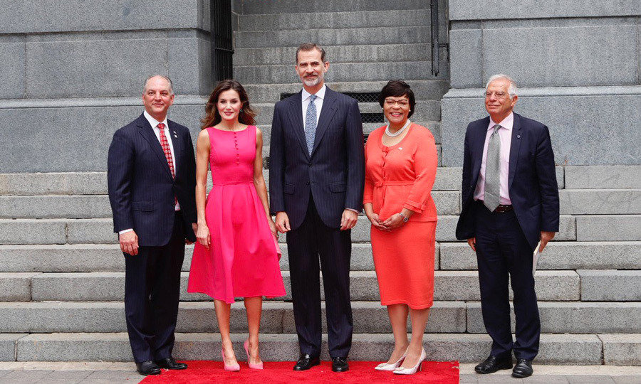 A visit to New Orleans saw Queen Letizia turning up the glamour in a hot-pink dress with a full skirt paired with pink pumps. 