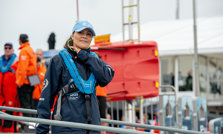Crown Princess Victoria participated in the ProAm Race at the Volvo Ocean Race, joining the team of Turn the Tide against Plastic on June 18. The movement promotes efforts to reduce ocean pollution in the Freeport of Gothenburg.